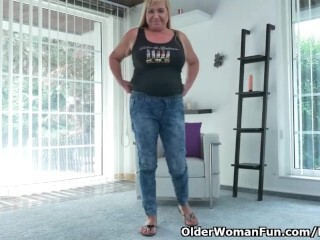 European gilf Pem ravages her older vagina with a fuck stick Thumb