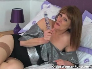 English gilf Pandora catapults her older cunt with fuck stick Thumb