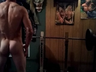 Super-steamy tatted muscled dude working out nude.. Thumb